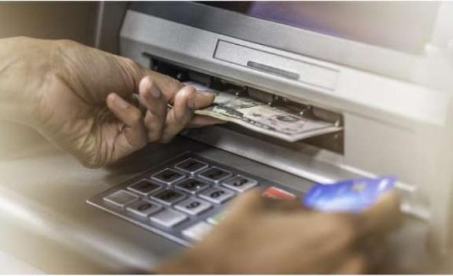 Bankanın yanlışlıkla yatırdığı 120 bin doları harcayan çift hırsızlıkla yargılanıyor
