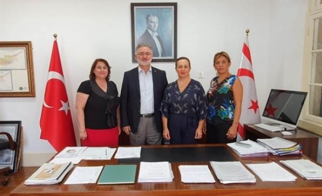Bellapais Inner Wheel Kulübü, sosyal sorumluluk projelerini yürüteceği bina için Vakıflarla kira sözleşmesi imzaladı