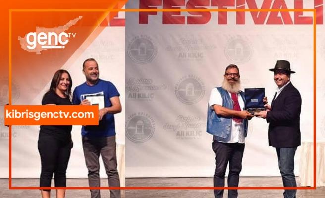 """Derman Atik'e """"Emek Ödülü"""", Cenk Gürçağ'a da """"En İyi Erkek Oyuncu"""" ödülü verildi"""