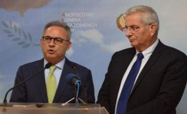 """DİSİ ve AKEL """"Tek yol müzakerelerin yeniden başlaması"""" görüşünde birleşti"""