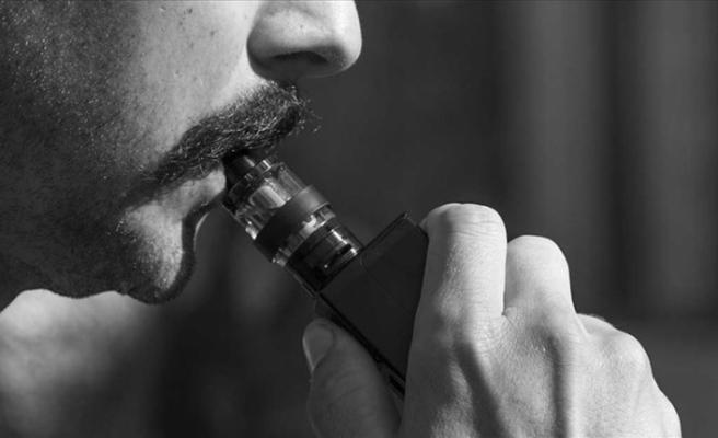 """E-sigara kullananlar dikkat: """"Akciğerlere hasar veriyor"""""""