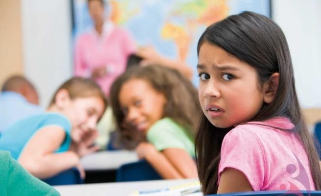 'Helikopter anne-babalar' okula uyumu zorlaştırıyor