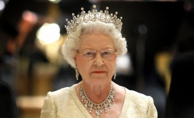 Kraliçe 2. Elizabeth 'başbakanı görevden alabilir' iddiası
