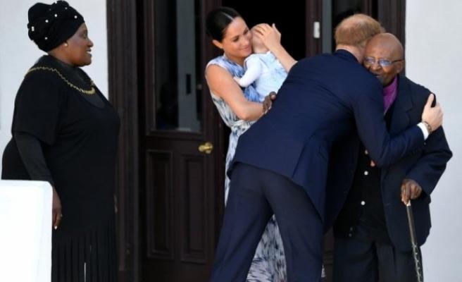 Kraliyet bebeği Archie, Nobel ödüllü başpsikopos Tutu ile tanıştı