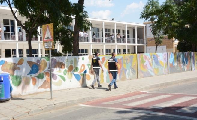 Okul çevrelerinde yaya devriyeler artırıldı
