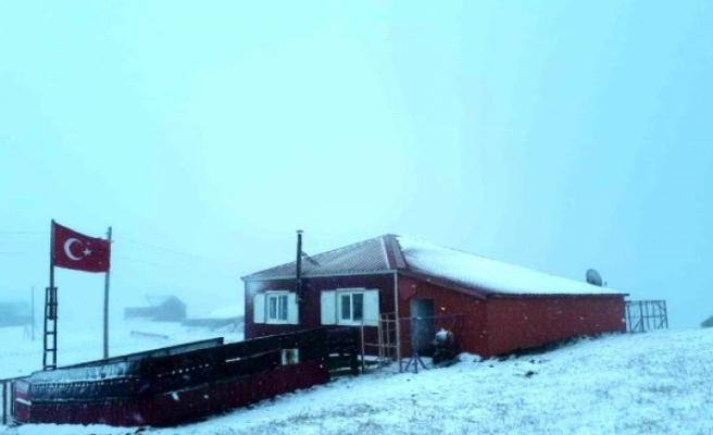 Yılın ilk karı, Trabzon ve Gümüşhane'deki yaylalara düştü