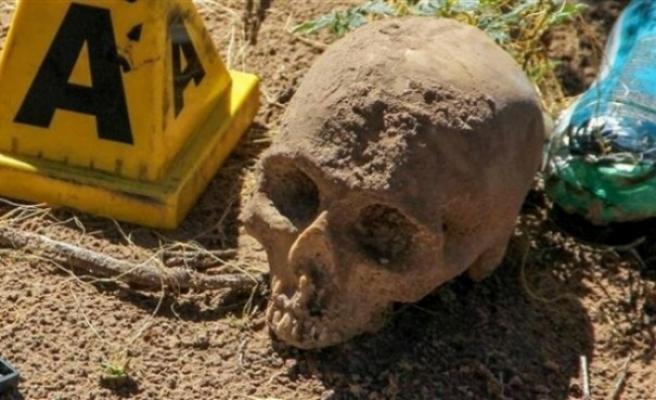 42 kafatas, kemik parçaları ve kavanoz içinde fetüs bulundu