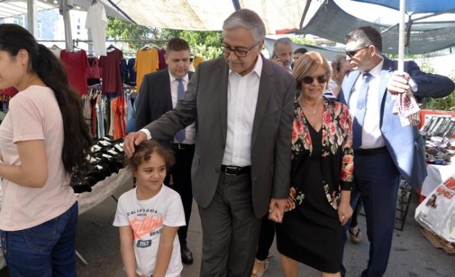 Akıncı'dan Girne Çarşamba Pazarı'na ziyaret