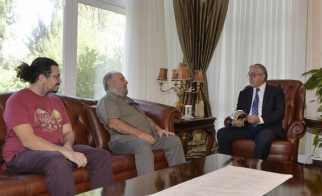 Akıncı, Sanatçı Ersoy ve Khora Kitap Cafe Direktörü Keleşzade'yi kabul etti