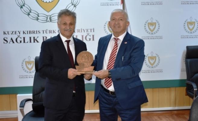 Bakan Pilli, Tekvando Federasyonu ve uluslararası etkinliğe katılacak heyeti kabul etti