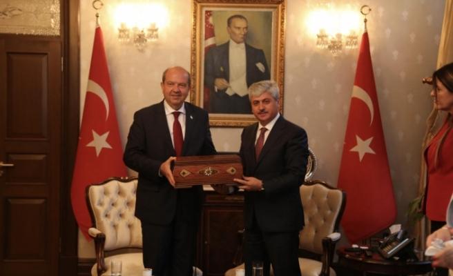 Başbakan'dan Hatay Valisi ve Belediye Başkanı'na ziyaret