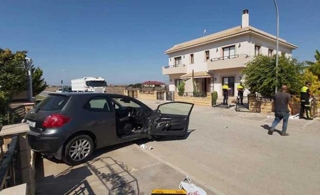 Büyük acı...Araba ile geri giderken 2 yaşındaki çocuğuna çarptı