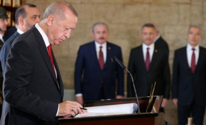 Erdoğan Anıtkabir özel defterini imzaladı