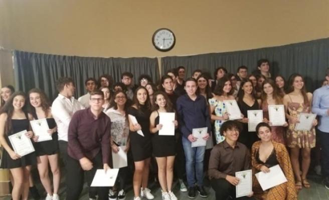 """""""Kıbrıs Arkadaşlık Programı""""na katılan Türk ve Rum gençler törenle sertifikalarını aldı"""