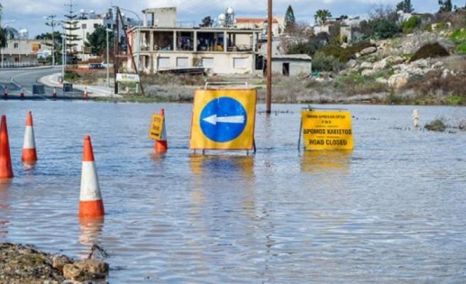 Kötü hava koşulları Limasol'da hasara yol açtı