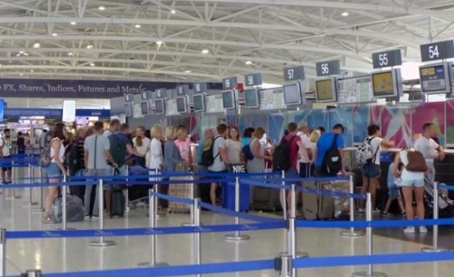 Larnaka Havalimanı'nda bir şahsın tasarrufunda 17 kilodan fazla uyuşturucu ele geçirildi