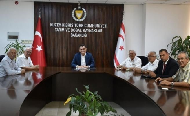 Oğuz, Kuzey Kıbrıs Narenciye Üreticileri Birliği Başkanı Turgut Akçın ve beraberindeki heyeti kabul etti