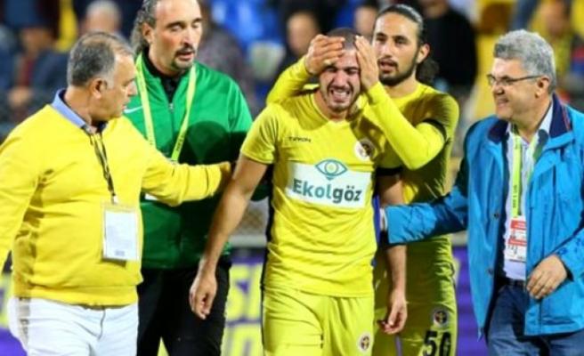 Annesini kaybedip maça çıktı... 90 dakika sonunda gözyaşlarını tutamadı