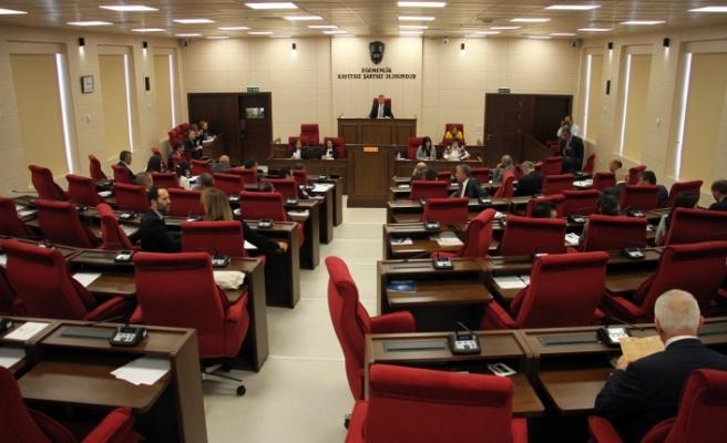 """CTP'li vekiller """"Ana muhalefet başkanı konuşurken içeride kimse yok"""" diyerek salonunu terk etti"""