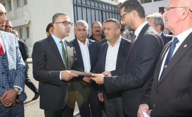 Erdoğan'a sunulmak üzere mektup verildi