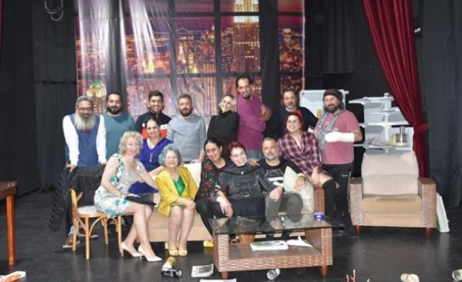 """Girne Belediyesi Tiyatro Stütyosu, """"İkinci Caddenin Mahkumu"""" oyununu sahneleyecek"""