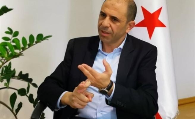 """Özersay: """"Kıbrıs Türkü kendi kendini yönetmek ister, talimat kabul etmez"""""""