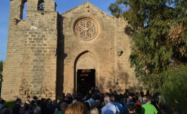 "Rumlardan ""Ayios Yeorgios Eksorinos Kilisesi""nde ayin"
