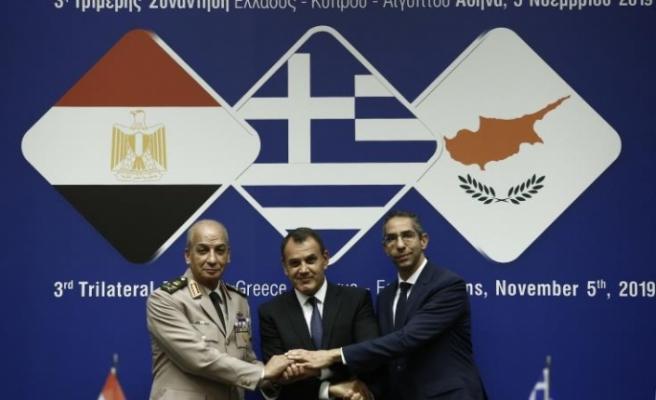 Savunma Bakanları Atina'da görüştü
