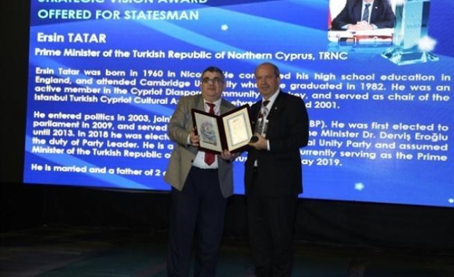 """Tatar """"Stratejik Vizyon Sahibi Devlet Adamı Ödülü""""nü aldı"""
