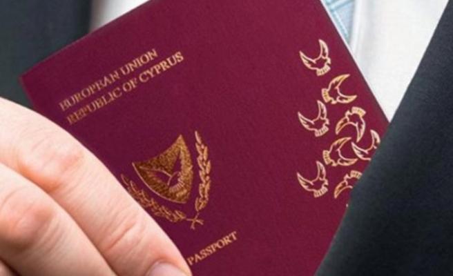 """Vatandaşlıklar konusu Güney Kıbrıs'ı """"çalkalamaya"""" devam ediyor"""
