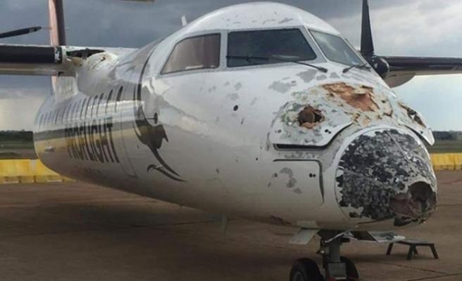 Zambiya'da uçağa yıldırım isabet etti, pilot uçağı indirmeyi başardı