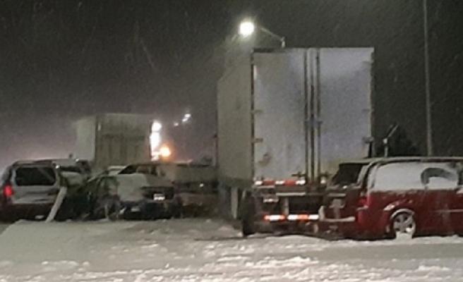 Kanada'da 40 araç zincirleme kaza yaptı