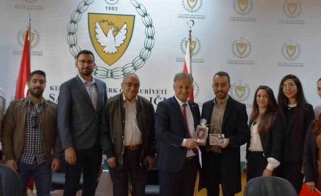 Kıbrıs Türk Eczacılar Birliği'nden bir heyet Sağlık BakanıPilli'yi ziyaret etti
