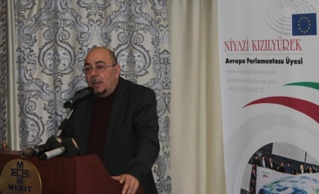 """""""Kıbrıslı Türkler Nereye?"""" isimli konferans başladı"""