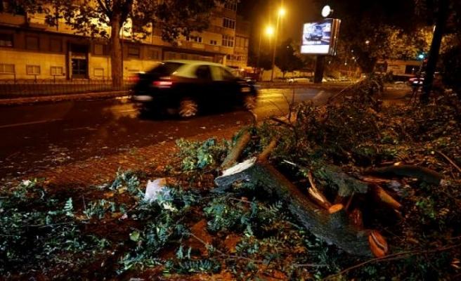 Kötü hava şartları Portekiz'de 2, İspanya'da 1 can aldı