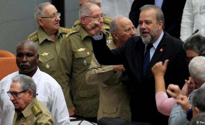 Küba'da 43 yıl sonra ilk başbakan göreve geldi
