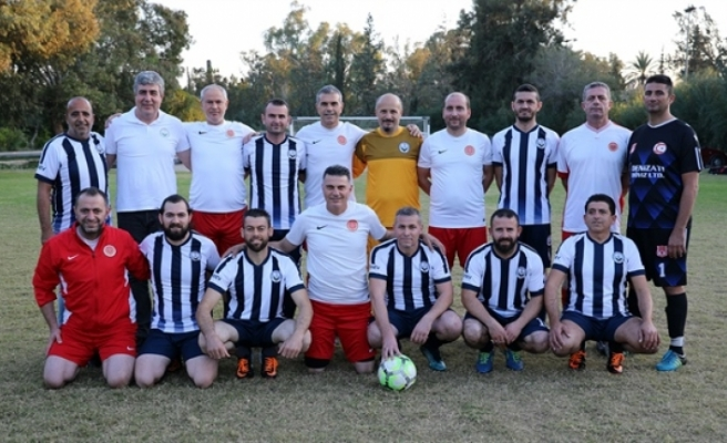 Meclis futbol takımı, işitme ve konuşma engelli takımı maç yaptı