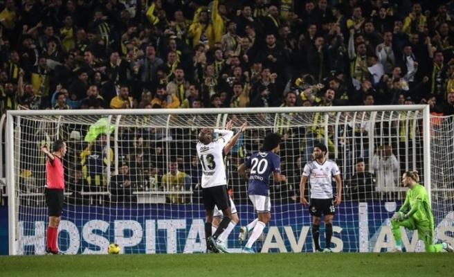 Yılın son derbisinin galibi Fenerbahçe