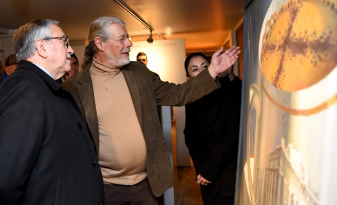Akıncı, Andreas Charalambous'un sergisini izledi