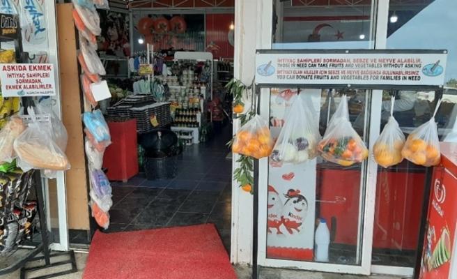"""Alsancak'ta ki """"Askıda ekmek, sebze ve meyve """" projesine 1 market daha dahil oldu"""