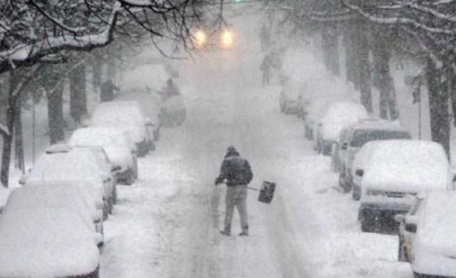 Birçok ülke elverişsiz hava şartları ile mücadele ediyor