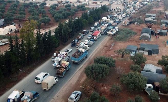 İdlib'den Türkiye sınırı yakınına 20 bin sivil daha göç etti