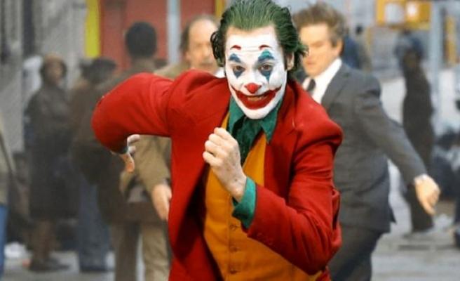 Joker'i oynayan Joaquin Phoenix, En İyi Erkek Oyuncu ödülünün sahibi oldu