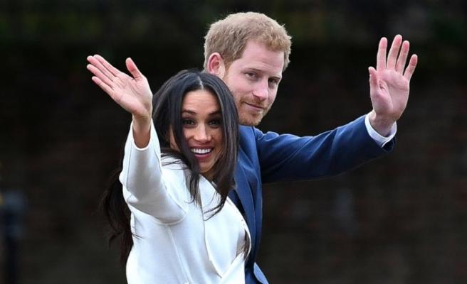 Prens Harry ve eşi Meghan kraliyet ailesindeki üst düzey görevlerinden çekildi