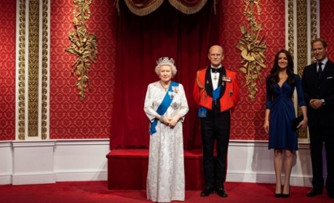 Prens Harry ve eşi Meghan Markle kraliyet heykellerinden de kaldırıldı