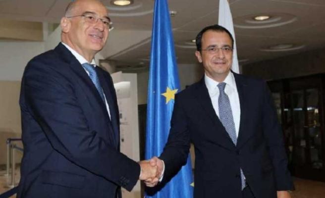 Rum Dışişleri Bakanı'ndan Atina'ya resmi ziyaret
