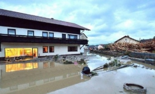Almanya'da sağanak: Çok sayıda evi su bastı