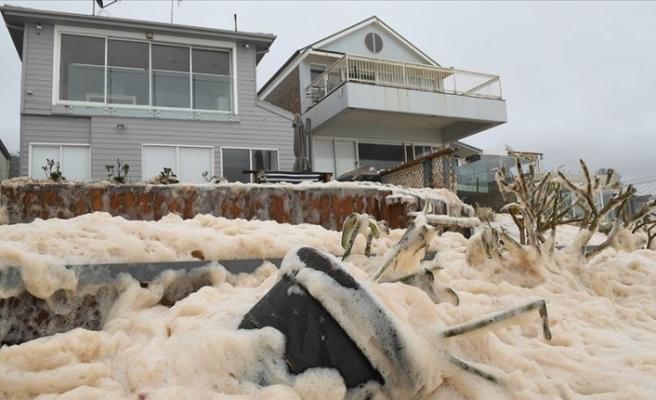 Avustralya'da yoğun yağışlar yüz binden fazla evi elektriksiz bıraktı