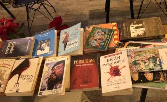 Buğday Kafe'de kitap okuma etkinliği