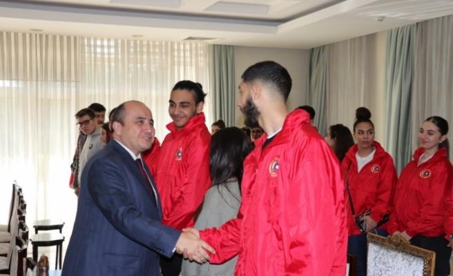 İngiltere'de yaşayan Türk gençlerden ziyaretler